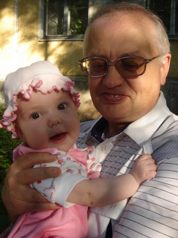Внучка Аня и дед Валера