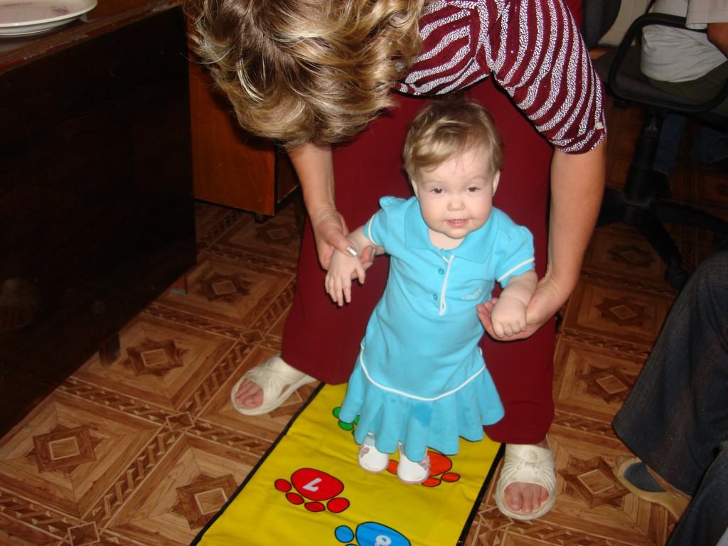 Внучка Аня - первый день рождения