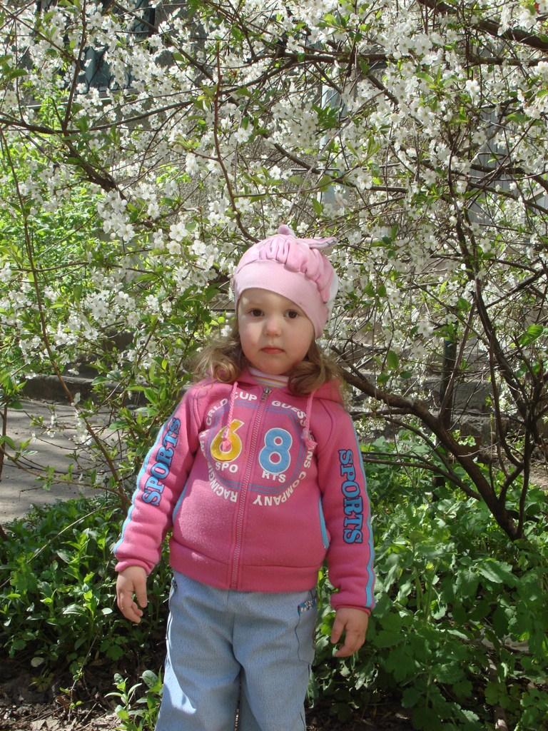 Внучка Аня - третий год