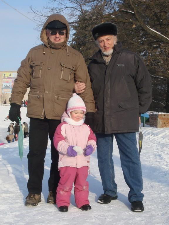 Прадед и дед с внучкой