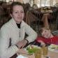 Дочка Яна и внучка Аня в столовой