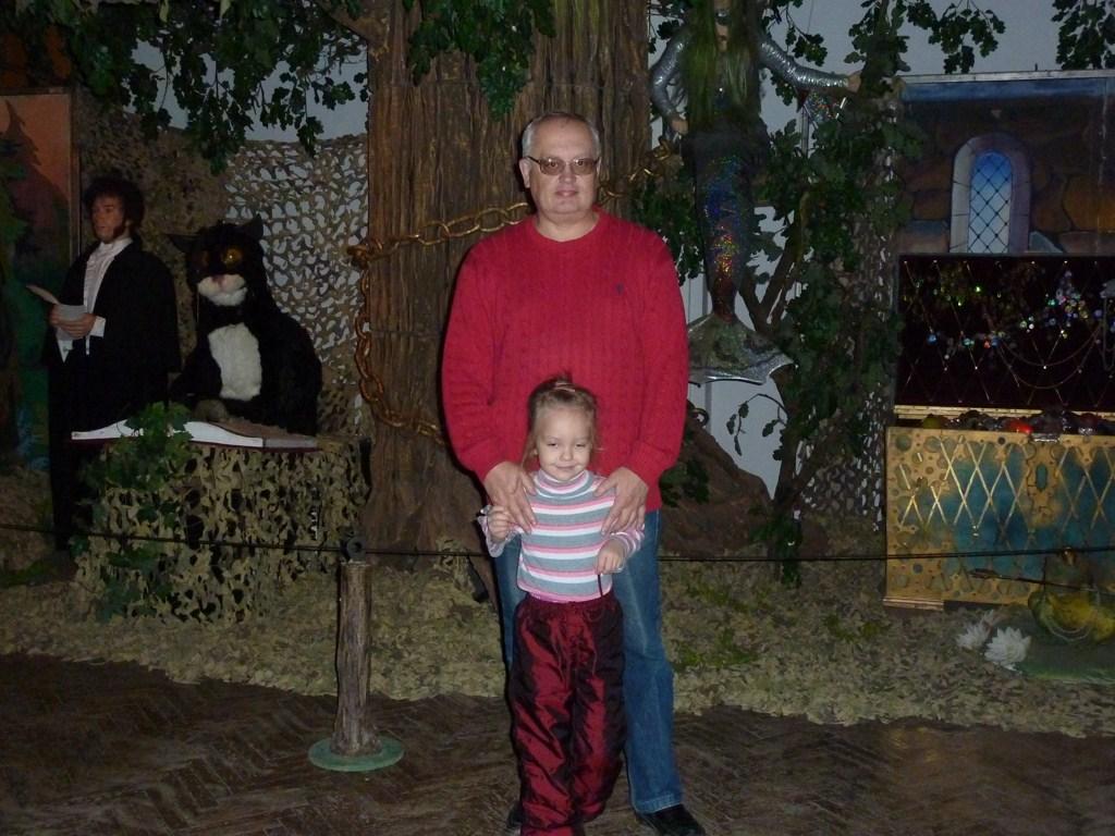Валерий Семенов и внучка Аня