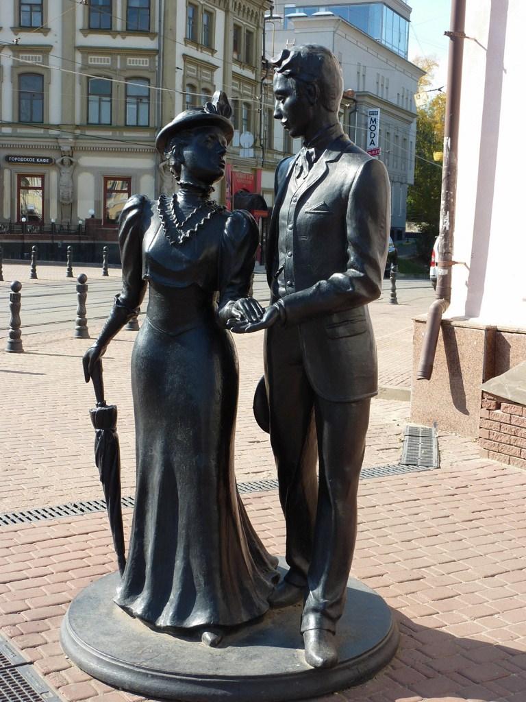 Нижний Новгород, улица Большая Покровская, скульптура «Молодая пара»