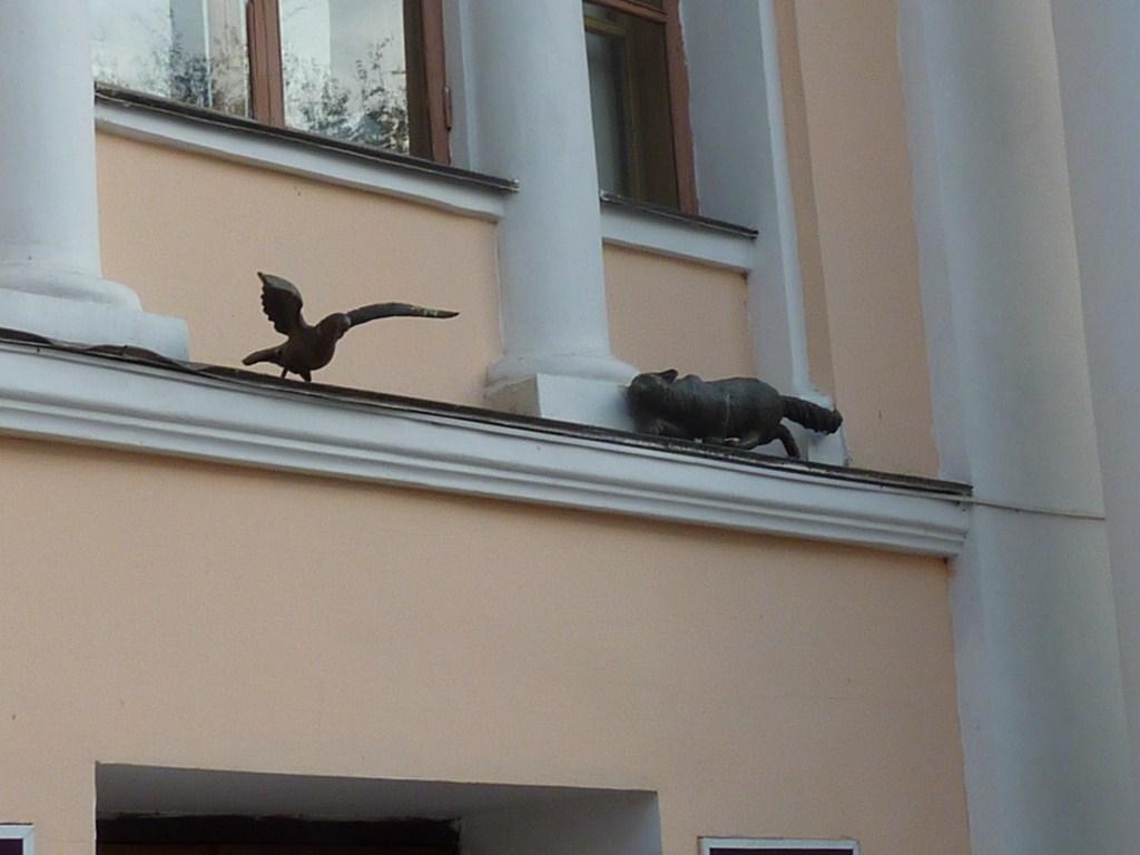 Нижний Новгород, улица Большая Покровская, киска охотится на голубя
