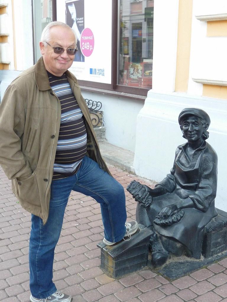 Нижний Новгород, улица Большая Покровская, скульптура «Чистильщик обуви»