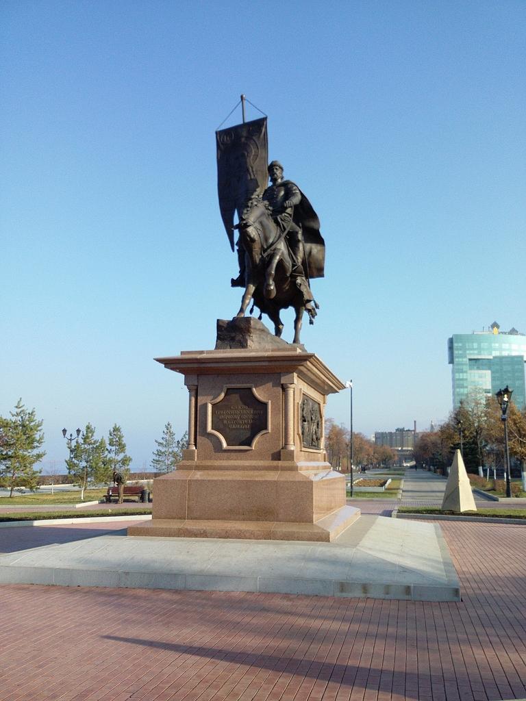 Памятник князю Григорию Засекину на набережной
